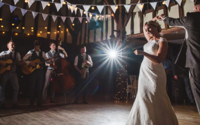 How to Hire a Wedding Band